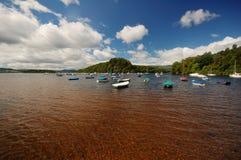 Boote im Loch Lommond, Schottland Stockbilder