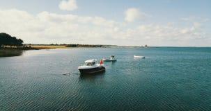Boote im Meer von der Seite stock footage