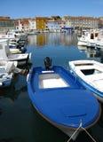 Boote im Mittelmeerhafen Stockfotos