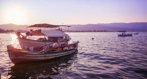 Boote im Sonnenuntergang Lizenzfreie Stockfotos