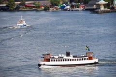 Boote im Wasser von Strommen bellen in Stockholm Stockbilder