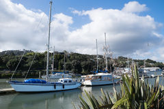 Boote im Whangarei-Stadtbecken Lizenzfreies Stockfoto