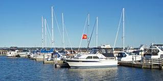 Boote am Jachthafen Lizenzfreie Stockbilder