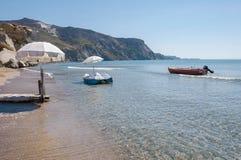 Boote am Kalamaki-Strand auf Zakynthos Lizenzfreie Stockfotos