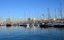Boote am Kanal olympisch in Barcelona stockbild