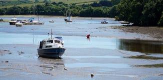 Boote in Kingsbridge-Mündung, Devon Lizenzfreie Stockbilder