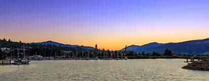 Boote koppeln am Hafen von Hood River Marina auf dem Columbia River an lizenzfreie stockbilder