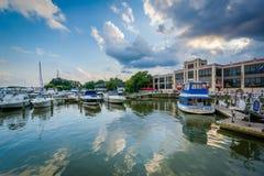 Boote koppelten auf der der Potomac-Ufergegend, in Alexandria, Vir an stockbilder