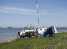 Boote an Land gewaschen auf Nantucket durch Hurrikan lizenzfreie stockbilder