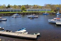 Boote machten an einem sonnigen Tag des Sommers, Peggy Bucht, Maine, 2016 fest Lizenzfreie Stockbilder