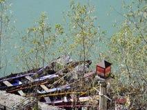 Boote nähern sich dem See Stockfoto