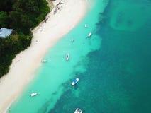 Boote in neugieriger Insel lizenzfreies stockfoto
