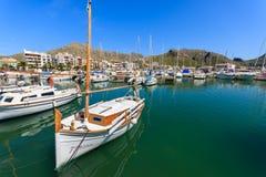 Boote in Pollenca-Hafen auf Majorca-Insel, Spanien Stockfotografie