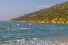 Boote in Ponta DOS Ingleses in Praia-DOS Ingleses setzen auf den Strand stockfotos