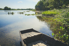 Boote am Seeufer Stockbilder
