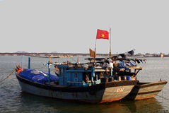 Boote am Sonnenuntergang, Vietnam Lizenzfreies Stockfoto