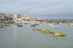 Boote in St. Ives Hafen, Cornwall Lizenzfreies Stockbild