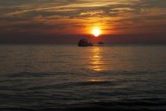 Boote am Sunset See Stockbild