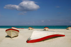 Boote am Tulum Strand Lizenzfreies Stockfoto