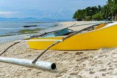 Boote am Ufer während einer Ebbe Stockbild