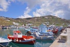 Boote und Yachten im malerischen Seehafen Stockfotos