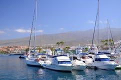 Boote und Yachten im Puerto-Doppelpunktyachtclub in Costa Adeje auf Teneriffa Lizenzfreies Stockfoto