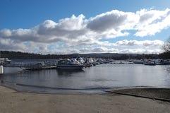 Boote verankert auf Loch Lomond Stockfotografie