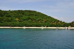 Boote verankert durch den Strand Lizenzfreie Stockbilder