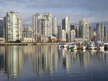 Boote verankert in False Creek Vancouver Lizenzfreie Stockfotografie