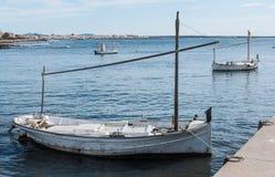 Boote verankerten im Kanal Stockbilder