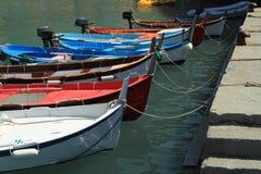 Boote Vernazza-Hafen Lizenzfreies Stockbild