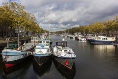 Boote in Vlaardingen in den Niederlanden lizenzfreie stockfotos