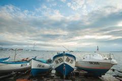 Boote vor dem Sturm in Bulgarien Stockbilder