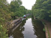 Bootfahrt auf dem London-Kanal stockfotos