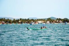 Bootfahrt auf dem Meer Lizenzfreie Stockfotografie