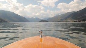 Bootfahrt auf dem See stock footage