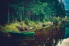 Bootfahrt auf See lizenzfreie stockfotografie