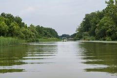 Bootfahrt auf See die Theiß, Ungarn lizenzfreie stockfotografie