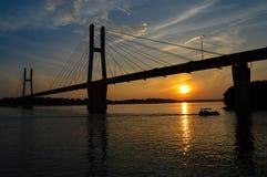 Bootfahrt bei Sonnenuntergang Lizenzfreie Stockfotos