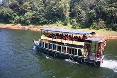 Bootfahrt an der Periyar Tiger-Reserve in Thekkady Lizenzfreie Stockfotos