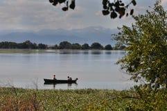 Bootfahrt-Familie auf einem See Stockbild