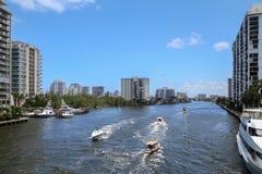 Bootfahrt im Fort Lauderdale, FL USA Lizenzfreies Stockfoto