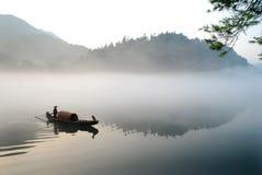 Bootfahrt im Nebel Lizenzfreies Stockfoto