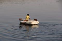 Bootfahrt in Yamuna-Fluss Stockbilder