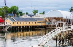Boothbay-Hafenwerft reflektiert schöne Farbe in Maine Lizenzfreie Stockfotografie