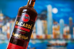 Bootle Bacardi rum - Carta Fuego czerwony spiced rum od Kuba zdjęcia stock