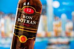 Bootle de Ron Botran, rum da Guatemala destilado pelo Industrias Licoreras de Guatemala imagens de stock royalty free