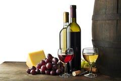 Bootle e vidro do vinho no fundo branco foto de stock royalty free