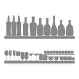 Bootles、玻璃和杯剪影象  免版税库存图片