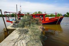 bootmening bij pier in Bachok Kelantan Maleisië Stock Foto